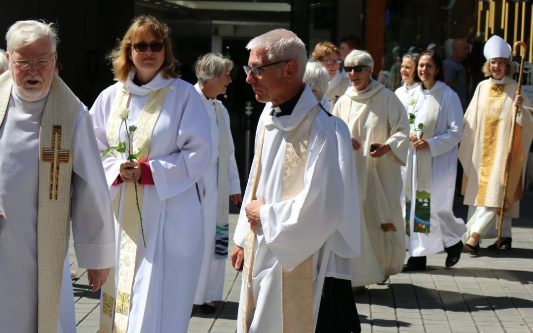 Women's procession marks 25th anniversary celebration