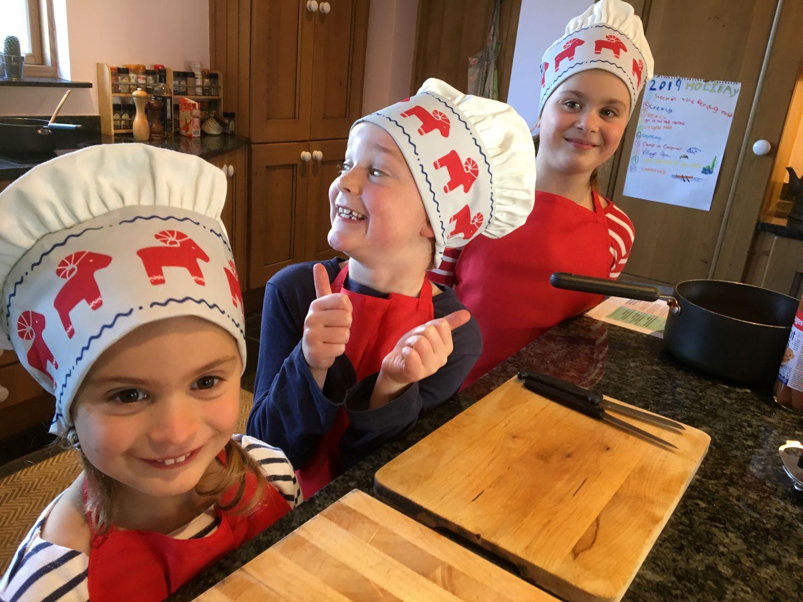 3 children in chefs hats